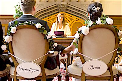 Happily-Ever-After-Hochzeit-Verleih-Berlin-Hochzeitsschilder-Braut-Bräutigam-verspielt